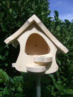 Liebe Vogel.- und Naturfans,  Unsere Vogelhäuser werden nach Vorgaben des Naturschutzbundes (Nabu) entwickelt und mit viel Handarbeit gebaut. Auch auf ein ansprechendes Design wird bei uns viel...