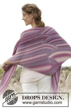 Retro waves / DROPS - free knitting patterns by DROPS design Knit cloth with shortened rows . German DROPS knitting instructions Record of Knitting Yarn spinning, weaving and sewi. Crochet Poncho Patterns, Shawl Patterns, Knitted Shawls, Crochet Shawl, Knitting Patterns Free, Free Pattern, Drops Design, Lace Knitting, Knitting Scarves