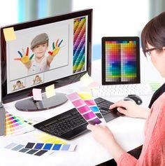 El quehacer diario de un diseñador gráfico o fotógrafo puede entorpecerse si sólo se trabaja con el ratón y no se dominan los atajos del teclado que ayudan a agilizar la edición de imágenes en Photoshop, programa que, además, puede abrumar al usuario y hacerle perder tiempo debido al gran número de herramientas que muchas veces se encuentran duplicadas o triplicadas en el panel de trabajo.