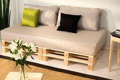 sofa de paletes sala ~ sofa z palet Palette Furniture, Pallet Patio Furniture, Diy Pallet Sofa, Home Furniture, Antique Furniture, Pallet Wood, Furniture Ideas, Pallet Walls, Sofa Ideas