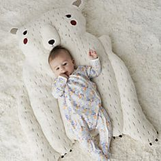 Welcome this delightful polar bear baby play mat into your home, and your little one will have the perfect playtime companion. The stuffed arms even provide the perfect support during tummy time. Baby Activity Chair, Baby Activity Gym, Baby Play, Baby Toys, Baby Live, Rainbow Baby, Infant Activities, Baby Quilts, Polar Bear