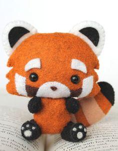 Etsy の PDF Pattern Felt Red Panda Nogget Plush by typingwithtea もっと見る Felt Diy, Felt Crafts, Fabric Crafts, Sewing Crafts, Sewing Projects, Felt Patterns, Stuffed Toys Patterns, Felt Christmas, Christmas Crafts