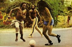 love death sad rasta game football brazil Soccer legend Bob Marley reggae jamaica jah tuff gong Rastaman car accident bob marley and the wailers jacob miller Bob Marley Legend, Thomas Bangalter, Brian Wilson, The Beach Boys, Daft Punk, Play Soccer, Football Soccer, Football Brazil, Bob Dylan