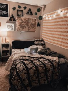 We meet again. Now, we will share a good topics about dorm room decor. This time, we have collected some room decor ideas& The post 33 COZY DORM ROOM DECOR IDEAS appeared first on dream house. Teen Room Decor, Room Ideas Bedroom, Bedroom Furniture, Black Furniture, Art Furniture, Bedroom Inspo, Bedroom Designs, Dream Rooms, Dream Bedroom
