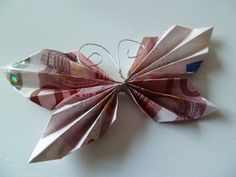 Beautiful butterfly folding money hobby for guys for men ideas for men projects for women lobby decor lobby diy lobby farmhouse lobby store products lobby wall art that make money to try hobby room Crafts To Sell, Diy And Crafts, Crafts For Kids, Craft Gifts, Diy Gifts, Don D'argent, Fabric Crafts, Paper Crafts, Color Crafts