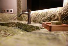 Lavabo confeccionado a medida en nuestro Stone Atelier. Piedra: Irish Green Marble [de Antolini] Lavabo piedra | Mármol verde | Baño piedra