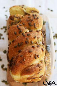Ricetta treccia di pane con ricotta ed olive nere