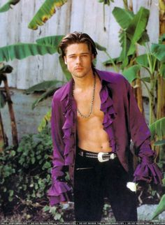 Brad Pitt (I almost want to put this on the Purple Dress board instead. Gorgeous Men, Beautiful People, Brad Pitt Pictures, Brad Pitt And Angelina Jolie, Johnny Depp, American Actors, Actors & Actresses, Hot Guys, Handsome