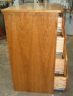 Free Dresser Plans - How to Build A Chest of Drawers Woodworking Square, Woodworking Workbench, Woodworking Furniture, Furniture Plans, Woodworking Classes, Woodworking Videos, Workbench Plans, Bedroom Furniture, Woodworking Projects