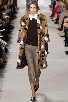Michael Kors decided to get right down to business for his fall/ winter ready-to-wear collection, which was presented during New York Fashion Week. Fall Fashion 2016, Fashion Week, Fashion 2017, New York Fashion, Fashion Show, Autumn Fashion, Fashion Trends, Fashion Outfits, Greys Anatomy Br