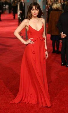 Dakota Johnson e seu Dior fluido JUSTIN TALLIS / AFP
