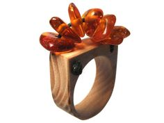 Handmade wooden ring with pine pitch amber. Wooden Rings, Wooden Jewelry, Copper Jewelry, Jewelry Art, Beaded Jewelry, Jewlery, Luxury Jewelry Brands, Titanic Jewelry, Gold Wood