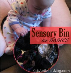 Sensory Bin Baby Idea - Fun and learning! Baby Sensory, Sensory Bins, Sensory Activities, Infant Activities, Sensory Play, Infant Sensory, Sensory Table, Toddler Play, Baby Play