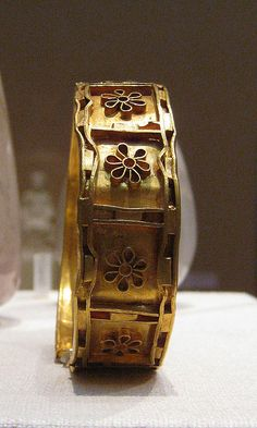 Cypriot Jewelry: Gold and cloisomme bracelet 5th century BC