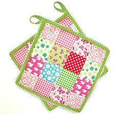 Pot holders in pink and green