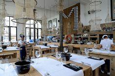 Philippe Hawinkel, de man achter het Antwerpse restaurant Vrijdag Visdag, opende zijn River Café & Seafood Restaurant Plateau Royal op de eerste verdieping van het Noorderterras. Op het menu: verse schaal- en schelpdieren en een spectaculair zicht over de Schelde.