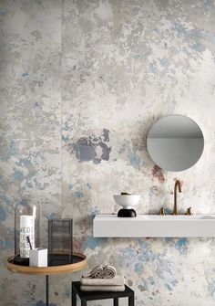 Wabi Sabi interior decor - the latest wall finishes trends - raw scratched walls Interior Design Blogs, Bathroom Interior Design, Interior Decorating, Zen Decorating, Decorating Bathrooms, Design Interiors, House Interiors, Interior Ideas, Bad Inspiration