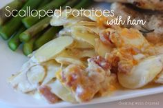 This recipe has me swinging from chandeliers! I watched the Pioneer Woman make it on her show and I knew that I just had to try it.I've never made from scratch scalloped potatoes and with the . Easy Cooking, Cooking Recipes, Homemade Scalloped Potatoes, Thanksgiving Side Dishes, Thanksgiving Recipes, Side Dish Recipes, Recipes Dinner, Yummy Recipes, Recipes