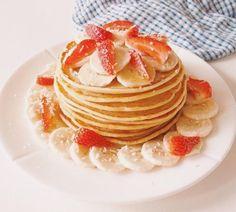Le combo fraises-bananes c'est toujours gagnant! :) #fraichementpresse #repost : @margauxauxfourneaux #morning #mtlblogger #pancakes #yummy #breakfast #healthy #banana #foodielife #foodie #foodiepics #foodgasm #igfoodie #instagood #foodstagram #instafoodie #foodiegram #mtlblogger #eatmtl #mtlfoodie #foodblogger