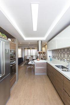 Cozinha_14m²: Cozinhas minimalistas por Cassiana Rubin Arquitetura #cocinasmodernasminimalistas #casasmodernasminimalistas