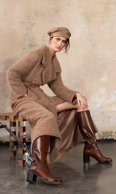 Giorgio Armani Pre-Fall 2019 Brown Fashion, Autumn Fashion, Chanel Style Jacket, Armani Clothing, Dior, Classic Wardrobe, Armani Prive, Chic Dress, Giorgio Armani