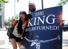 Alvin Smith, a graphic designer from Cleveland, holds up a sign he created. (Joshua Gunter/ The Plain Dealer) Lebron 1, Lebron James, Church Conversions, July 7, Cleveland, Growing Up, Cool Pictures, Ohio, Cinema