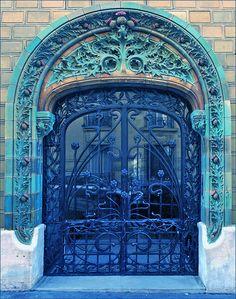 art nouveau (Paris) vulnerant-omnes-ultima-necat: Entrée d'un immeuble Architecture Parisienne, Art Nouveau Architecture, Amazing Architecture, Grand Entrance, Entrance Doors, Doorway, Cool Doors, Unique Doors, Porte Cochere