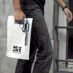 Shopping Gun-Bag illusion