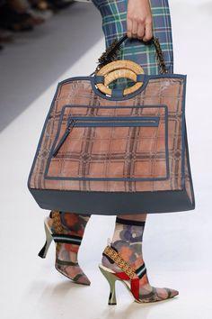 Fendi Spring 2018 Ready-to-Wear Fashion Show Details