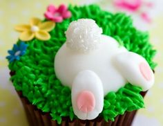 How To Make Adorable Easter Bunny Bum CupcakesYou can find Easter cupcakes and more on our website.How To Make Adorable Easter Bunny Bum Cupcakes Easter Bunny Cupcakes, Easter Cookies, Easter Treats, Easter Food, Bunny Cakes, Easter Party, Easter Cup Cakes Ideas, Easter Baking Ideas, Kids Birthday Cupcakes