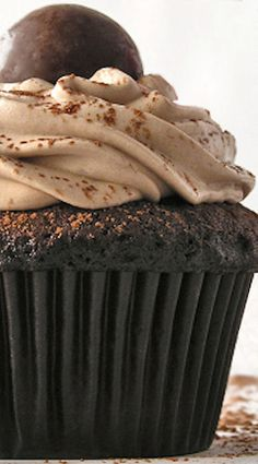 Malted Milkshake Cupcakes - not from scratch Milkshake Cupcakes, Yummy Cupcakes, Cupcake Cookies, Baking Cupcakes, Cupcake Flavors, Cupcake Recipes, Baking Recipes, Dessert Recipes, Köstliche Desserts