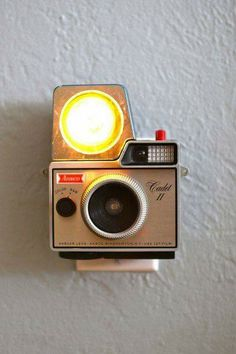Inspiration - DIY Night Lights from Old Plastic Kodak Cameras. It's a cool idea, but as a camera collector I don't think I could destroy the camera to make it Old Cameras, Vintage Cameras, Insulator Lights, Cute Camera, Star Night Light, Kodak Camera, Nightlights, Vintage Lighting, Vintage Handbags