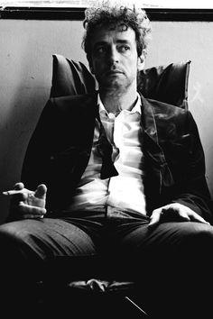 "Gustavo Cerati, behind the scenes of the video ""Rapto"" - 2009."