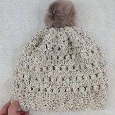 This crochet puff stitch beanie would make the perfect chilly weather accessory. Topped with a faux fur pom pom which gives it the extra touch it needs to be trendy! If you are ready to make this fun hat, then read on down to find the full, FREE crochet pattern and tutorial.