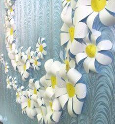 Easy DIY paper flower wall art - spring craft for kids Paper Flower Wreaths, Tissue Paper Flowers, Flower Crafts, Spring Crafts For Kids, Paper Crafts For Kids, Diy Paper, Construction Paper Crafts, Recycled Art Projects, Flower Tutorial