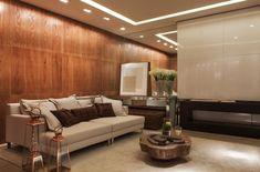 Painel madeira, espelho, sala