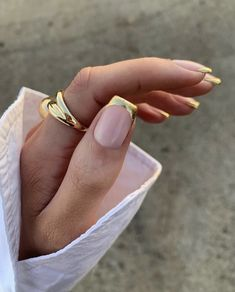 Minimalist Nails, Nail Swag, Cute Acrylic Nails, Gel Nails, Gold Tip Nails, Square Acrylic Nails, Gold Manicure, Nail Polish, Golden Nails