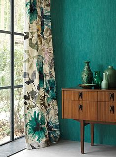 turquoise curtains accents sideboard exotic look floral .- turquoise curtains accents sideboard exotic look floral motifs deco vases Source by wohnklamotte - Turquoise Curtains, Green Curtains, Floral Curtains, Curtains Living, Colorful Curtains, Drapes Curtains, Bedroom Curtains, Pattern Curtains, Turquoise Walls