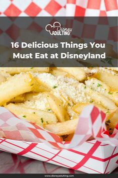 Here are the 16 best things that you absolutely must eat and drink at Disneyland and California Adventure during your next visit! Disneyland Resort Hotel, Disneyland Park, Downtown Disney, Disneyland Dining, Disney Dining, Disneyland California Adventure, Best Dining, Yummy Food, Eat