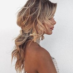 Messy perfection! 🙌🏼 Thank you Lydia Latiolais for this gorgeous weekend hair inspo.  #weekendhaircrush #hairinspo #manegoals #messyhairdontcare #hairlove