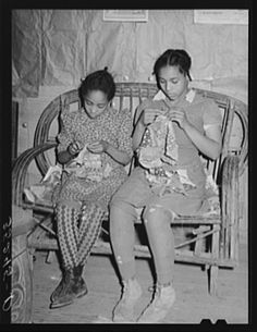 Two daughters of Pomp Hall, Negro tenant farmer, making patchwork cushions for chairs. Creek County, Oklahoma, February photographed by Russell Lee. Pinned from Yale University's Photogrammar site. Antique Quilts, Vintage Quilts, Old Quilts, Vintage Sewing, Gees Bend Quilts, Black History Books, Vintage Photos Women, American Quilt, Sewing Art