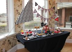 Pirate Ship Kit for dessert table or photo booth Losinski ( to compliment the pirate party table you pinned :) ) Fête Peter Pan, Peter Pan Party, Deco Pirate, Pirate Theme, Pirate Food, Pirate Snacks, Pirate Birthday, Boy Birthday, Birthday Parties