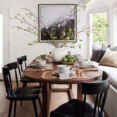 Home Decoration Inspiration .Home Decoration Inspiration Decoration Inspiration, Dining Room Inspiration, Decor Ideas, Dining Nook, Dining Room Design, Booth Dining Table, Small Dining Area, Oval Dinning Room Table, Wood Table