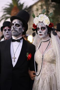 Searching Dia De Los Muretos Makeup and I came across my facepaint and a picture I have not seen before taken of my clients. Awesome moment! #diadelosmuertos