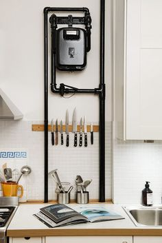 Gas meter as design element in the kitchen