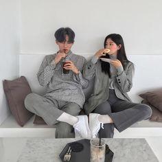 Asian Couple / In Love / Amour / Amore Ulzzang Korean Girl, Ulzzang Couple, Couple Posing, Couple Shoot, Korean Couple Photoshoot, Wedding Couple Poses Photography, Couple Aesthetic, Uzzlang Girl, Fashion Couple