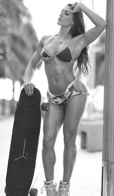 Sexy #Skateboard Chick mit tollen #Bauchmuskeln und #Beinen :) Der Twilight Zone #Fatburner mit #Yohimbin und #DMAA attackiert Deine #Problemzonen mit maximaler Härte! Hier bestellen: http://shredded-n.fit/fatburner-yohimbin