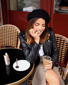 Girly | Блогер Jill_Morris на сайте SPLETNIK.RU 13 апреля 2019 | СПЛЕТНИК Paris Outfits, Winter Outfits, Casual Outfits, Fashion Outfits, Barett Outfit, Parisian Chic Style, Paris Mode, Mode Style, Autumn Winter Fashion