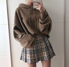 Oversize Hoodie & Karo Rock Outfit - Outfits - Source by hoodie outfit Rock Outfits, Edgy Outfits, Retro Outfits, Cute Casual Outfits, Fashion Outfits, Korean Skirt Outfits, Plaid Skirt Outfits, School Skirt Outfits, Korean Outfits Cute