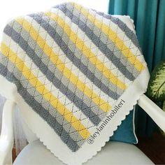 Akşam güneşiyle bi pozu daha haketti bence 😊 Herkese mutlu hafta sonları 🙋 . 💐🌿💛💐🌿💛💐🌿💛💐🌿💛💐🌿💛💐🌿💛💐🌿💛💐🌿💛💐🌿💛💐🌿💛 . . #örgü #örgübattaniye… Manta Crochet, Crochet Baby, Knit Crochet, Crochet Bedspread, Crochet Tablecloth, Crochet Border Patterns, Crochet Stitches, Baby Winter, Knitted Blankets
